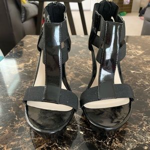 Dana Buchman Simone Black wedge